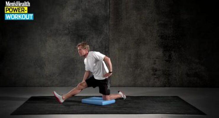 Profi-Trainer Sascha Wingenfeld verhilft Ihnen in den kommenden 20 Minuten zu deutlich mehr Beweglichkeit. Sie brauchen keine Hilfsmittel und können sofort durchstarten. Diese Stretching-Einheit macht die Muskulatur dehnbarer als manch ein Yoga-Guru.