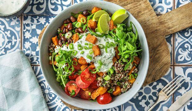 Quinoa-Bowl mit zimtigen Süßkartoffeln