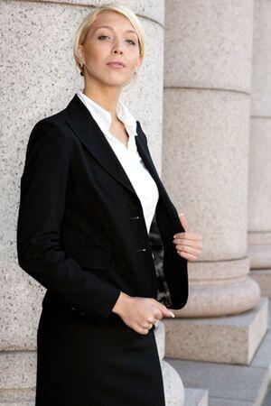 Rechtsanwältinnen fallen laut Umfrage auf Platz 8