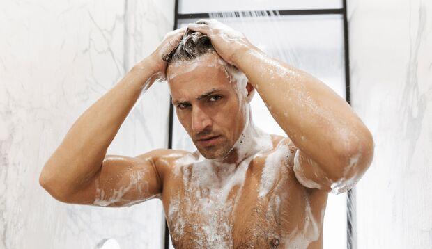 Regelmäßiges Duschen ist eine Grundvoraussetzung für angenehmen Körperduft
