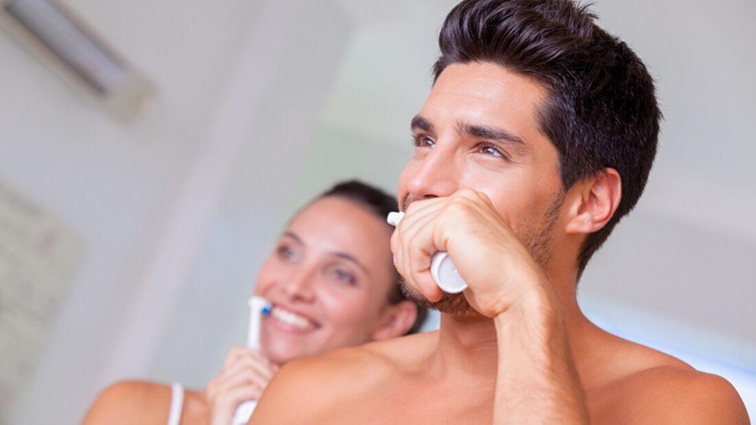 Richtig die Zähne zu putzen beugt Zahnverlust vor