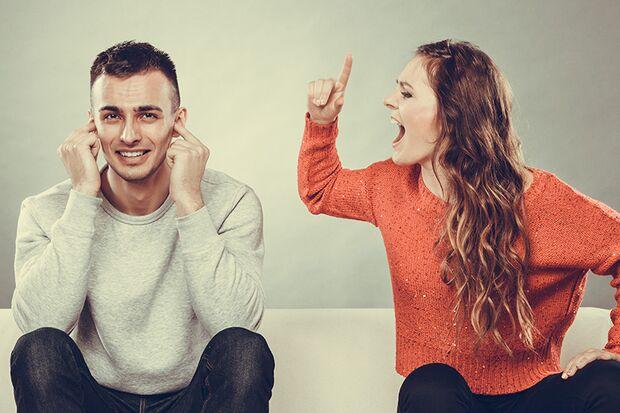 Richtig streiten: Durch Verweigerung einer Diskussion provozieren Sie Ihre Partnerin erst recht