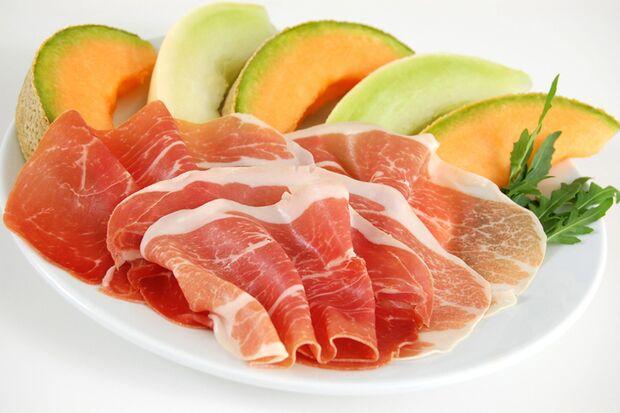 Roher Schinke ist ein fettarmer Fleischbelag