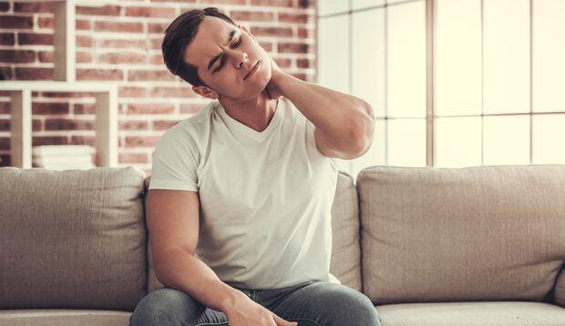 Rückenschmerzen können durch unterschiedliche Maßnahmen behandelt werden.