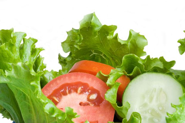 Salat, Gurke und Tomaten enthalten viel Wasser