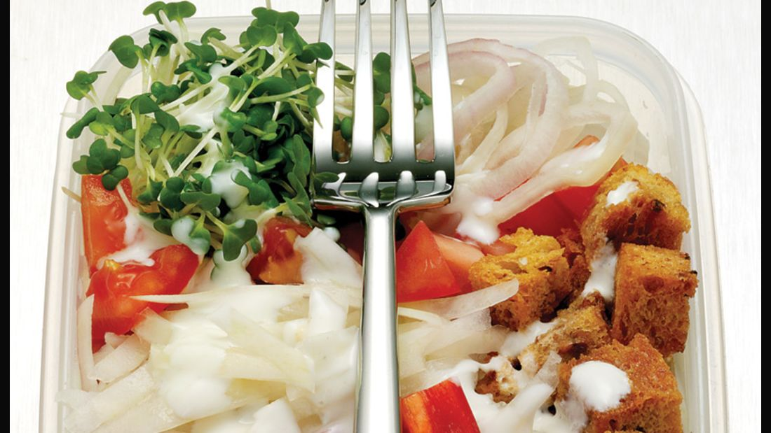 Salat mit Kresse und Paprika gegen Grippe