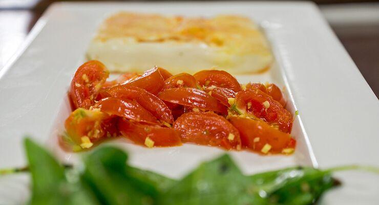 Schafskäse im Reisblatt mit Tomaten-Ingwer-Salsa und Spinat-Sesamsalat – in unserer 4-teiligen Serie finden Sie das wirkungsvollste Werkzeug, um Ihren Körper in Form zu bringen. Im zweiten Teil sind dies Tomaten, Champignons, Fenchel und Fisch