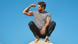 Schauspieler Liam Hemsworth lüftet das Geheimnis seines oscarreifen Oberkörpers