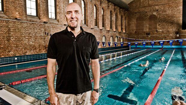 Schwimm-Coach und Bundestrainer Dirk Lange erklärt, warum beim Kraulschwimmen eiserner Wille gefragt ist. Plus: Tipps für Einsteiger