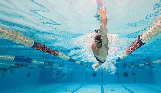 Schwimmen ist technisch höchst anspruchsvoll und stellt gerade für Anfänger eine große Herausforderung dar