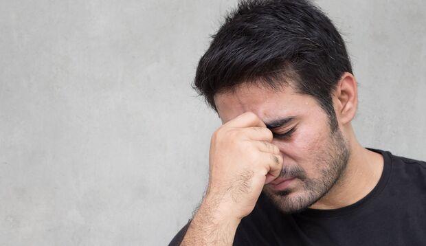 Schwindel, Kopfschmerzen und Müdigkeit sind typische Symptome von Kreislaufproblemen