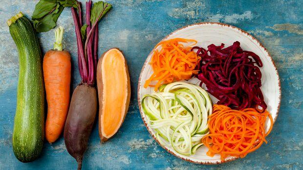 Sehen aus wie Nudeln, haben aber kaum Kalorien: Gemüse-Nudeln