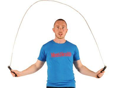 Seilspringen: Machen Sie es wie im Boxkampf und variieren Sie oft Tempo und Art der Ausführung (Skippings, beidbeiniges Springen)<br /> 3 Minuten Warm-up, dann 3 x 90 Sekunden Tempo!