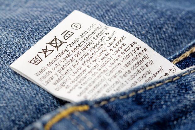 Selbstverständlich kannst du Jeans in der Maschine waschen