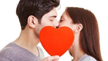 Sie wolllen Ihre Beziehungen retten? Küsse sind besser als teure Klunker