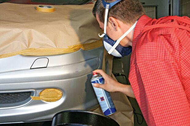 Smart-Repair-Verfahren am Auto