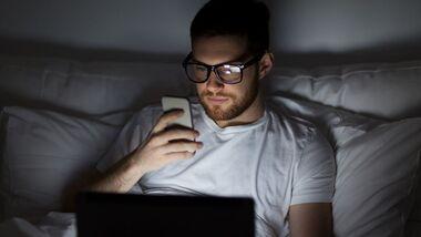 Smartphonelicht steht im Verdacht, die Gesundheit zu gefährden