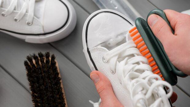 Sneaker-Pflege SS21 / Canvas