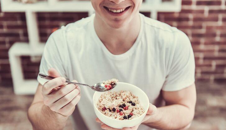 Reis- und Hühnerdiät, um Muskelmasse zu gewinnen