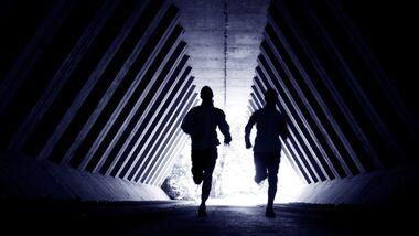 So laufen Sie sicher durch die Dunkelheit