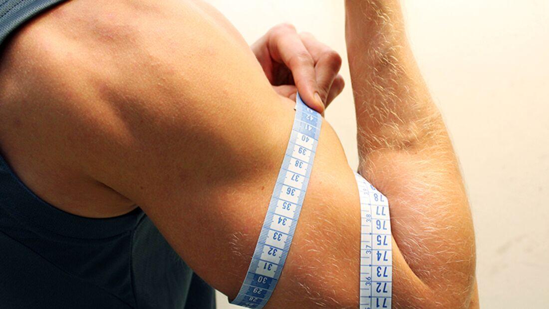 So messen Sie Ihren Oberarmumfang