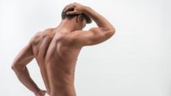 So trainierst du deinen Rücken ohne Geräte