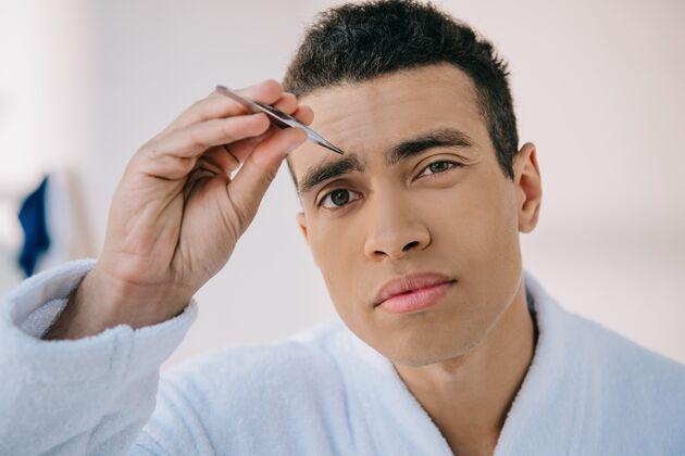 Augenbrauen Zupfen Profi Tipps Für Männer Mens Health