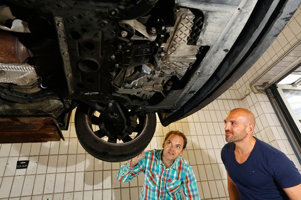 Stoßdämpfer und Bremsklötze checken