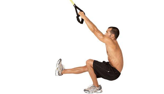 Stufe 4: Kniebeugen mit Schlingensystem
