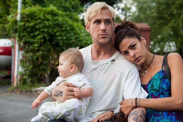 Stuntfahrer Luke (Ryan Gosling) erfährt, dass er mit Romina (Eva Mendes) einen Sohn hat