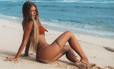 Tätowierte Oberschenkel bei Frauen wirken super sexy