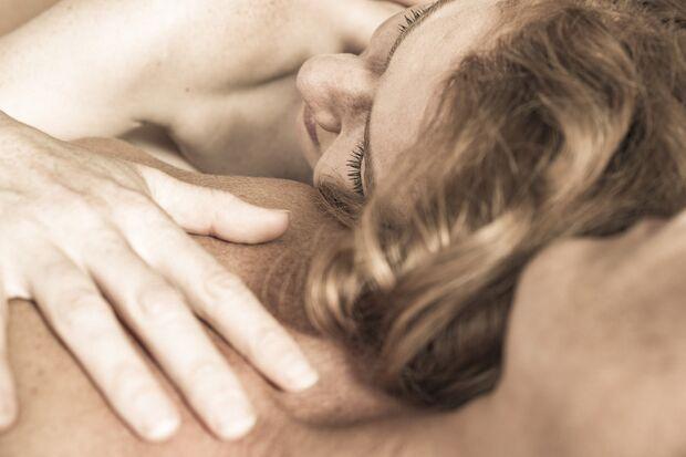 Tantramassage kann die Beziehung stärken