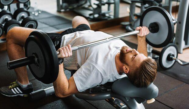 Training hilft gegen Männerbrüste, wenn sie durch Fettleibigkeit entstanden sind