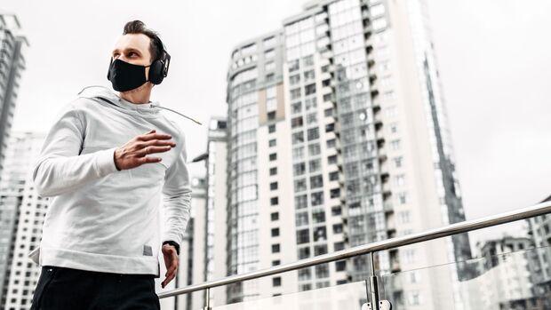 Training mit Maske fördert langfristig die Ausdauerleistung