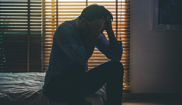 Überlastung, Bore-Out, Mobbing, mangelnde Anerkennung – es gibt viele Gründe, warum man es morgens nicht mehr schafft motiviert aufzustehen