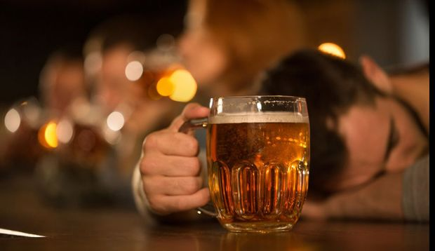 Übermäßiger Alkoholkonsum erhöht die Gefahr für Karzinome im Rachen, Kehlkopf und der Speiseröhre