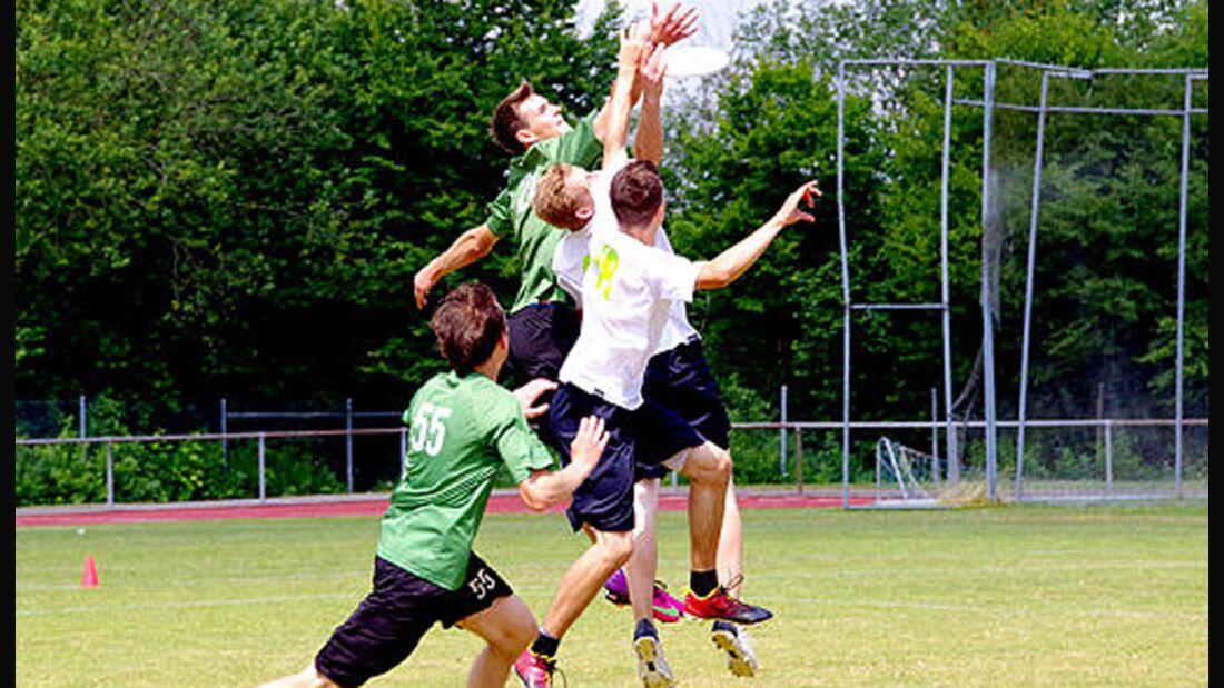 Ultimate-Frisbee auf dem Spielfeld