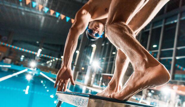 Vergessen Sie vor dem Sprung ins Wasser nicht die Aufwärm-Übungen