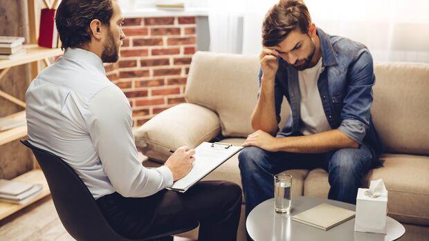 Viele Männer scheuen sich immer noch, sich an einen Väter-Coach zu wenden