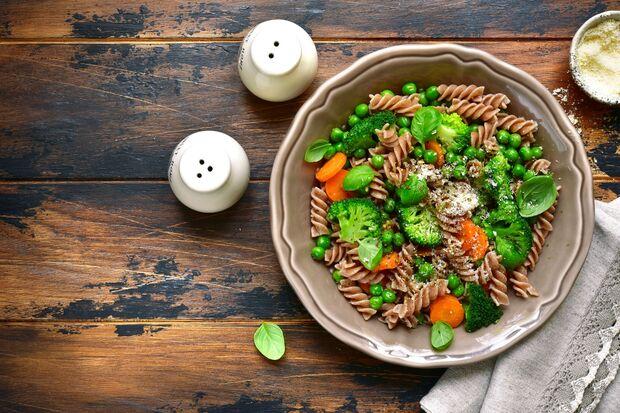 Vollkornpasta mit Brokkoli ist die perfekte Protein-Kombi