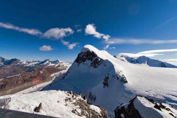 Vom Breithorn reicht das Panorama bis zum Mont Blanc und der Jungfrau
