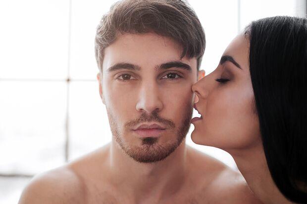 Vor allem jüngere Männer haben beim Sex Probleme mit einem verringerten Lust-Empfinden oder kämpfen mit sexueller Frustration