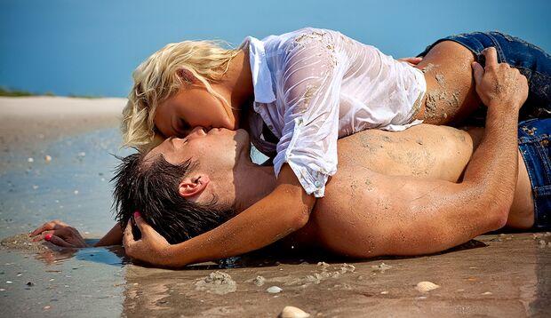 Vorsicht beim Sex am Strand: Salzwasser wirkt auf der Haut wie ein Brennglas