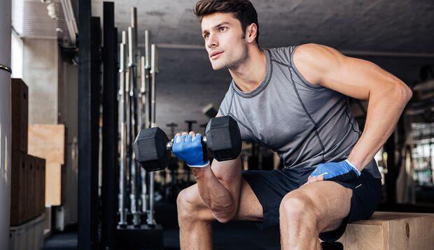 Wählen Sie die Gewichte so, dass Sie nicht mehr als 8 bis 12 Wiederholungen schaffen