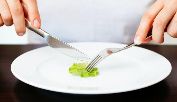 Während einer Diät passt sich Ihr Körper an den Nahrungsmangel an – und das hat schlimme Folgen