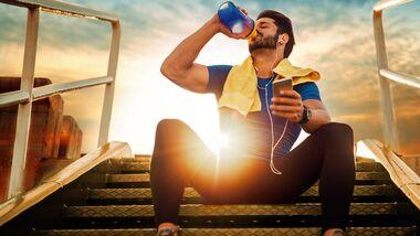 Wasser trinken allein verbrennt extra Kalorien – schon gewusst?