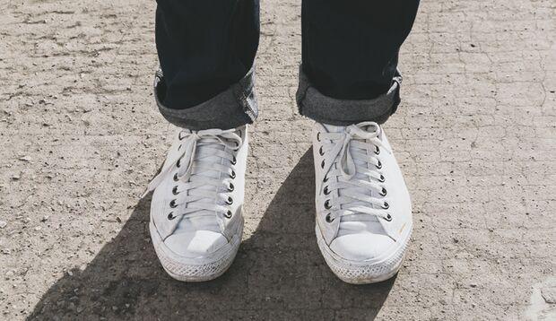 Weiße Sneaker werden jeden Sommer wieder getragen - das hinterlässt Spuren
