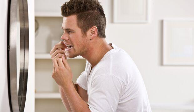 Wenn Essensreste Ihre Zahnschmerzen verursachen, hilft Ihnen Zahnseide