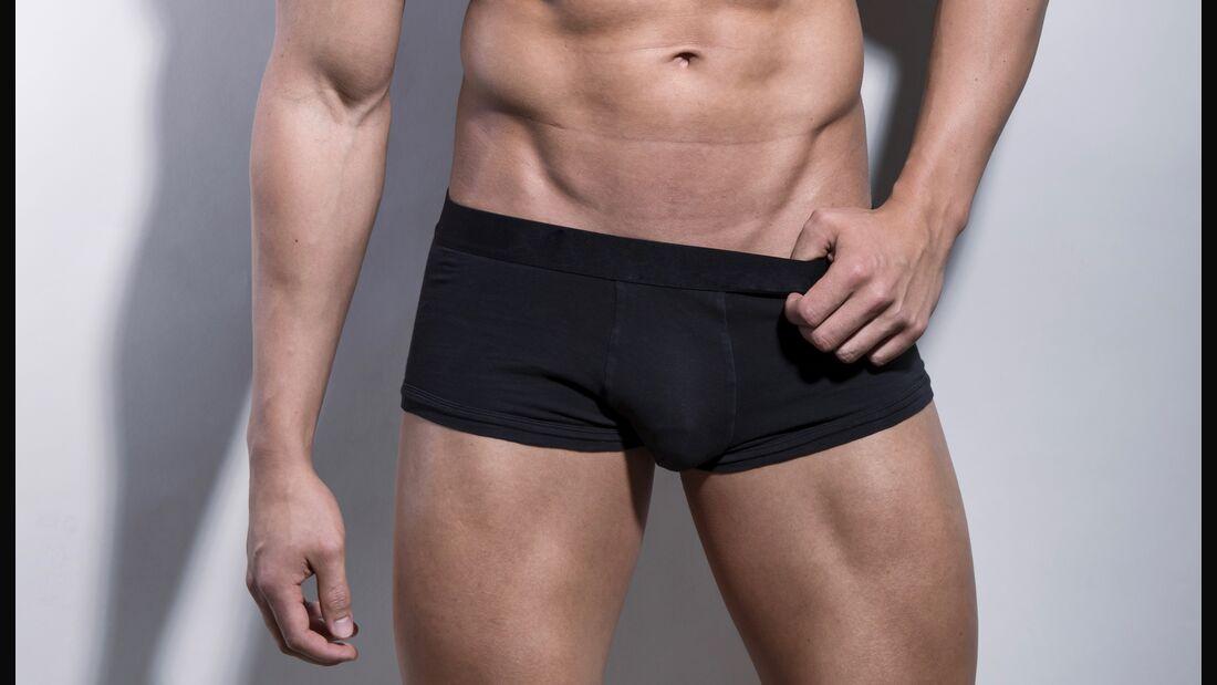 Wenn der Penis juckt oder es an den Hoden zwickt, muss das nicht gleich ein Grund zur Sorge sein