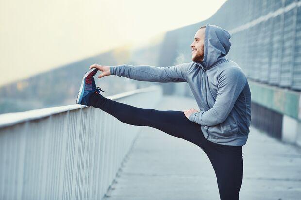Wenn du genug getrunken hast, kannst du bereits ein paar Stunden nach einer Blutspende wieder moderaten Sport treiben